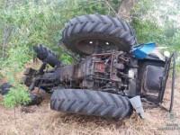 В Запорожской области угонщик перевернулся на тракторе