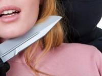 Вооруженный ножом грабитель отобрал у продавщицы деньги на еду