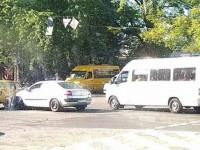 Фотофакт: в центре Запорожья не разминулись легковушки