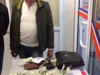 Таможенника задержали на взятке в строительном гипермаркете – подробности (Видео)