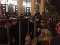 В Запорожье троих протестующих против концерта Бабкина увезли в райотдел (Фото)