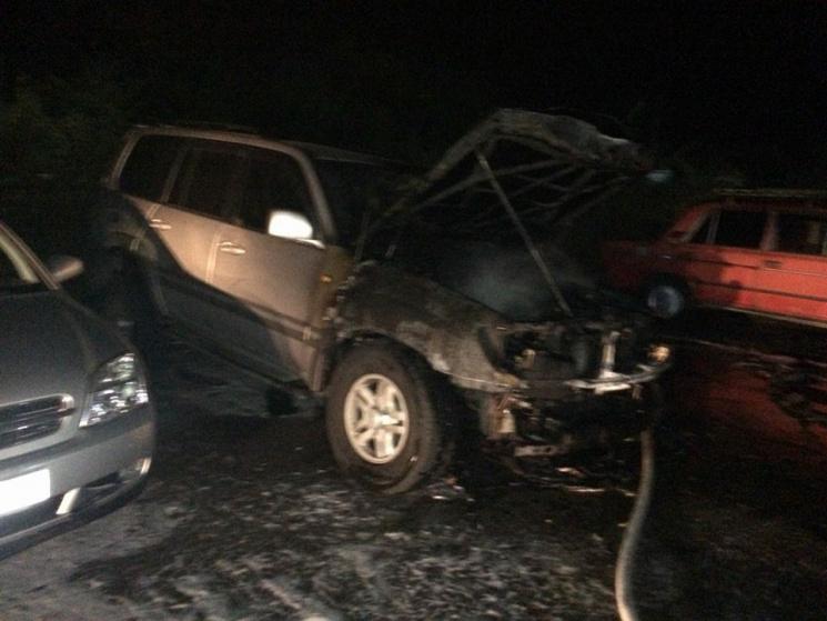 Вцентре Запорожья мужчину ранили ножом исожгли его вседорожный автомобиль