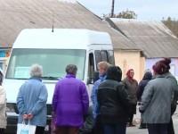Жители села под Запорожьем заблокировали движение, протестуя против нового перевозчика