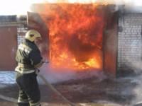 В Запорожье гараж загорелся вместе с BMW