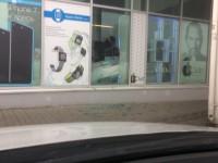 В Запорожской области разбили витрину магазина, продающего технику Apple