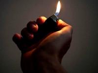 Запорожец воспитывал детей, прижигая им зажигалкой пальцы