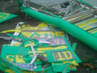 В Запорожской области возле автозаправки рухнуло табло (Фото)