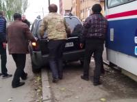 Мастер парковки заблокировал движение запорожских трамваев