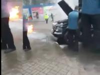 Возле запорожского супермаркета горел «Гелендваген» (Видео)