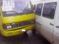 На остановке в центре Запорожья столкнулись две машрутки (Фото)