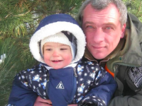 Маленький сын запорожского военного борется с раком