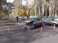 В Запорожье легковушка влетела в забор перинатального центра (Фото)