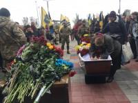 «Он мечтал умереть в бою»: в Запорожье на коленях простились с грузинским добровольцем (Видео)