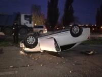 На Набережной авто перевернулось на крышу в результате тройной аварии (Фото)
