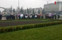 Полтора года без зарплат: работники запорожского завода вышли на митинг