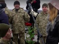 Двое спецназовцев сделали предложения возлюбленным на присяге (Видео)