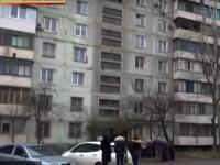 Жильцы запорожской многоэтажки месяц сидят без отопления из-за соседки, уехавшей на заработки (Видео)