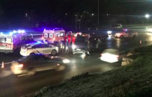 Запорожец попал в тройную аварию, выезжая из салона на новом авто