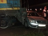Не проскочил: В Запорожье локомотив протаранил легковушку