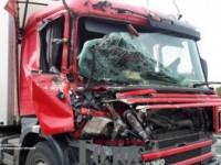 На запорожской трассе попал в ДТП тягач, перевозивший танки