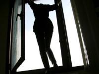 В области погибла девушка, выпав с шестого этажа