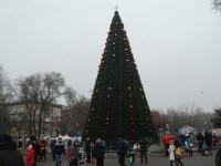 Составлен рейтинг новогодних запорожских елок (Видео)