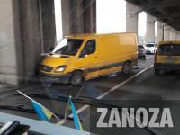 Микроавтобус с легковушкой влетели в опоры моста Преображенского (Фото)