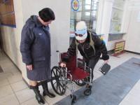 """Волонтеры передали вокзалу """"Запорожье-1""""  необычное средство передвижения (Фото)"""