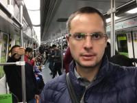 «Чем мы занимались эти 13 лет?» – директор «Запорожстали» поделился фото из китайского метро