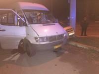 В Запорожье легковушка врезалась в маршрутку с пассажирами (Фото)