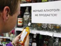 Запрет не работает: запорожские магазины безнаказанно продают алкоголь в ночное время