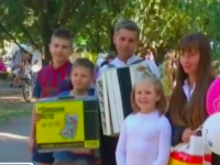 Как сложилась жизнь детей, которых родители бросили в грязной квартире у малознакомой пенсионерки (Видео)