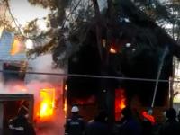 В Запорожской области в элитном поселке сгорел коттедж (Видео)