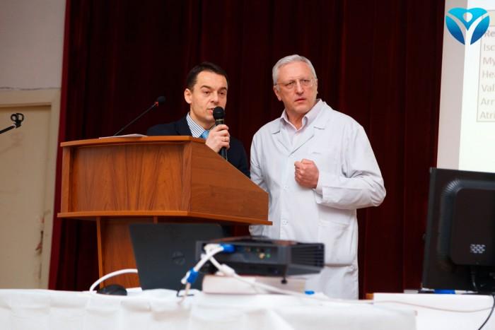 Фото 1_Гжегош Хониш выступает перед аудиторией с докладом