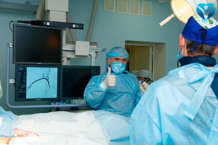 Фото 2_Совместная работа в операционной
