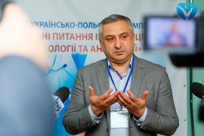 Фото 4_Главный врач Игорь Шишка рассказывает о задачах и целях международного мероприятия