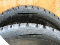 В Запорожье неизвестные в балаклавах порезали шины маршрутки