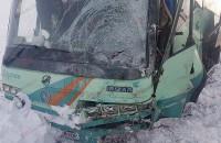 На запорожской трассе автобус с пассажирами влетел в легковушку – есть погибшие (Фото)