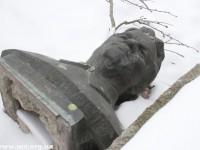 В Запорожской области декоммунизированные памятники хранят в снегу (Фото)