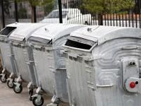 «Крепкие хозяйственники»: в Запорожье уже год пылятся без дела новые мусорные баки