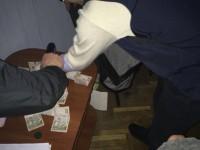 Руководителей одного из районов области задержали на взятке в рабочем кабинете (Фото)