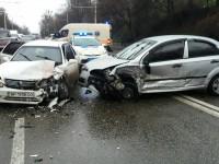 В Запорожье легковушка вылетела на встречку и разбила четыре авто – есть пострадавшие