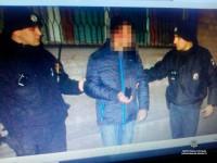 В Запорожье грабитель отобрал у прохожей сумку с кошачьим кормом