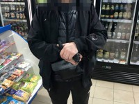 В Запорожье двое мужчин разбили кофейный аппарат, устроив драку в магазине