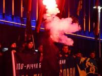 В Запорожье 100-ую годовщину боя под Крутами отметили факельным шествием (Фото)