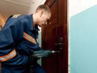 Жители запорожской многоэтажки стали заложниками трупного запаха