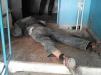 Жильцы запорожской многоэтажки нашли в подъезде тело мужчины
