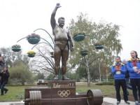 В центре Запорожья изуродовали новый памятник