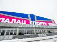 Синие стены, розовый пол: что успели сделать в запорожской «Юности» (Фото)