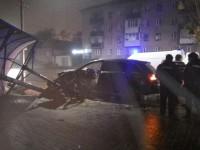 В Запорожской области водитель вылетел на встречку и снес остановку (Видео)